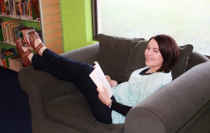 Author pic couch Rachael Johns